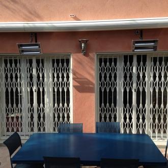 Installation de grilles de défense à La Crau