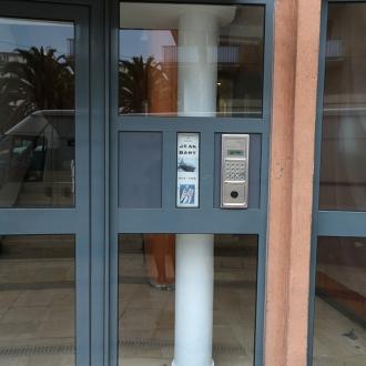 Installation d'une porte d'entrée d'immeuble à La Garde