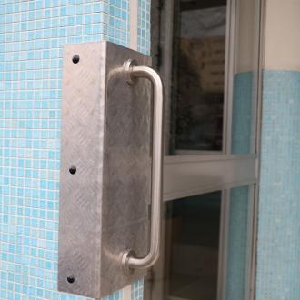 Installation d'une porte d'entrée d'immeuble  au Pradet