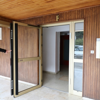 Installation d'une porte d'entrée de copropriété à Toulon