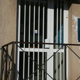 Installation d'une porte d'immeuble à Sanary-sur-Mer