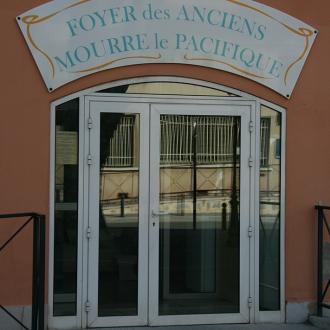 Installation d'une porte de commerce à Six-Fours-les-Plages