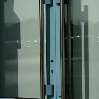 Installation de portes vitrines à Cuers