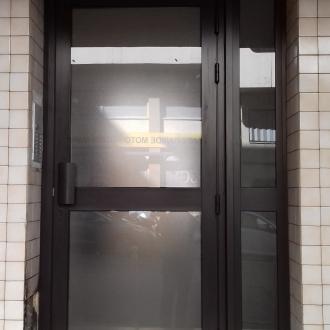 Installation d'une porte d'entée d'immeuble à Toulon