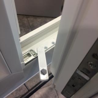 Manoeuvre fermeture pour fenêtre pvc à 2  directions
