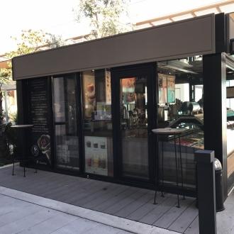 Installation d'une véranda  à toiture plate au centre commerciel Avenue 83