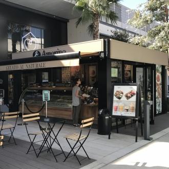 Installation d'une pergola   au centre commerciel Avenue 83