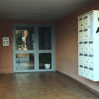 Installation d'une porte d'entrée d'immeuble à la Seyne sur mer