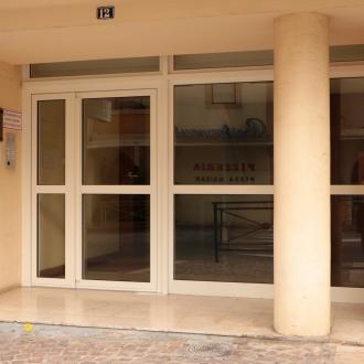 Porte d'entrée d'immeuble à Hyeres